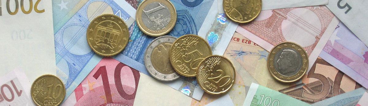 Euro: Münzen und Geldscheine / wikimedia / gemeinfrei / File source: http://commons.wikimedia.org/wiki/File:Euro_coins_and_banknotes.jpg